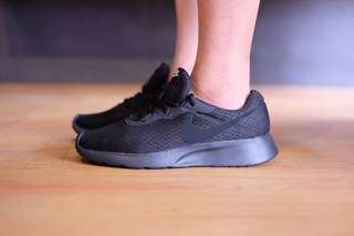 NIKE RANJUN TRAINER TRIPlE BLACK ORIGINAL