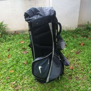 Nike golf stand bag light weight and in good condition.