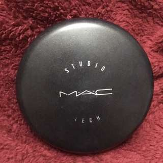 MAC NC 42 Cream Foundation