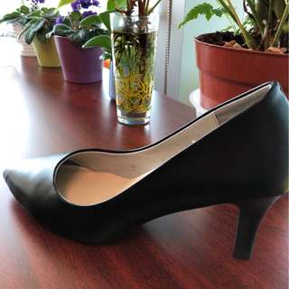 A pair of women high heels shoes
