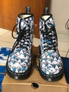 Sepatu Docmart Dr. Martens Airwair Castel Finn Print Canvas Size 38