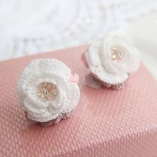 statement jewelry - white rose stud earrings - lace earring - bead earrings