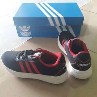 Sepatu Adidas junior neo