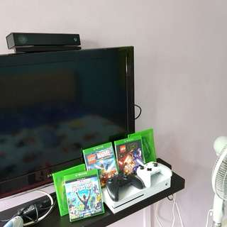 Xbox one s console with sensor and 2 controller full set and games