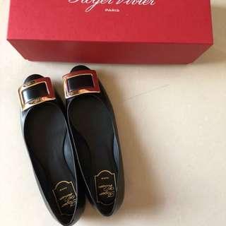 🚚 Roger Vivier 平底鞋