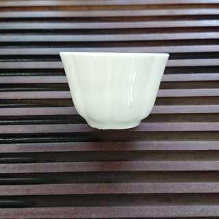 明代 德化窯白釉瓜稜杯