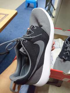 Roshe Shoes Size 10.5