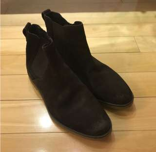 British style pull on suede boots (Worn once)
