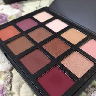 Attractive Scenery Eyeshadow Palette