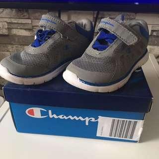 "Sepatu anak laki"" merk champion"