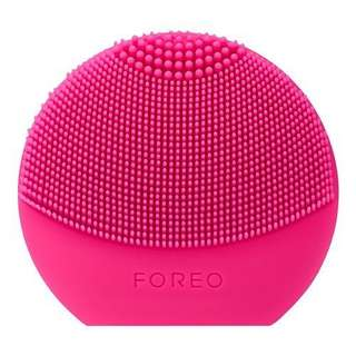Foreo Luna play plus in fuchsia *used*