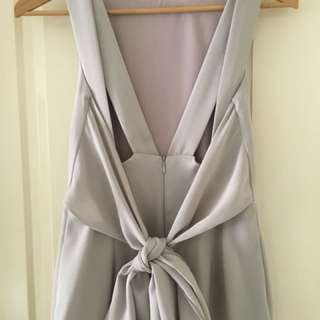 Elegant dress with bow detail