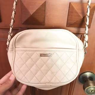 ✨BERSHKA WHITE SLING BAG  WITH DEFECT✨