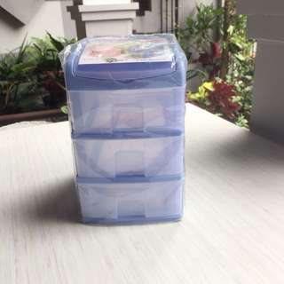 Mini container 3 susun