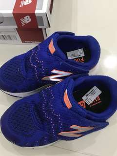 New Balance Kids KVRUSRO1 Shoes size 26
