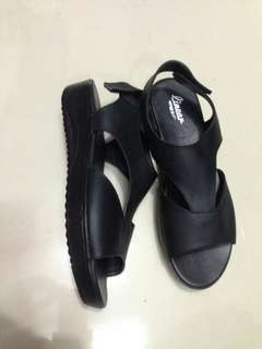 Sandal kulit asli