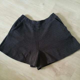 Uniqlo Brown Checkered Shorts