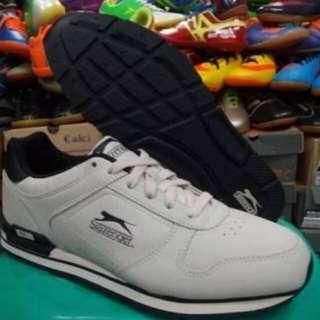 Sepatu Slazengers
