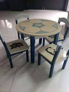 Sturdy round football table with 4 chairs