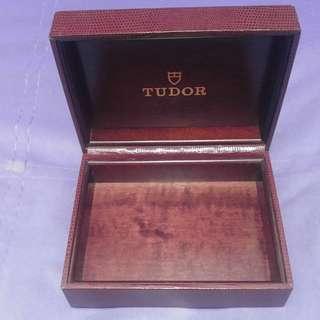 Vintage tudor box