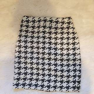 Banana Republic Houndstooth skirt (XS-S)