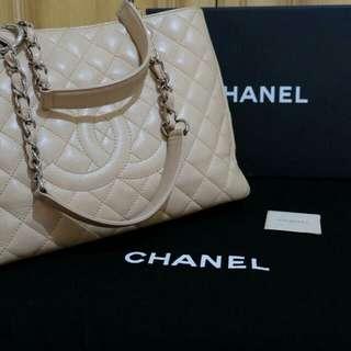 Chanel gst shw #13 beige caviar
