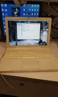 Lelong now !!! Apple Macbook White c2d year 2007