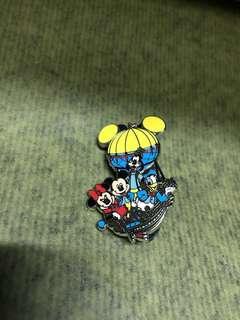 香港迪士尼樂園徽章 2011 - 米奇+米妮