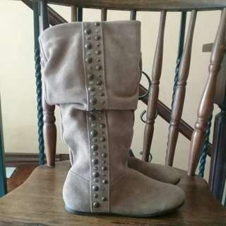 Michael Kors boots size 2