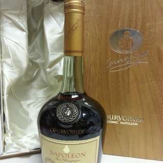 Courvoisier Napoleon Fine  Champagne Cognac 拿破倫青樽干邑 舊酒 700ml