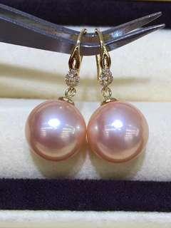 18K金掛耳環,皮滑透亮,幾乎無瑕。 11一12mm 極品金粉色,極品濃郁紫,你喜歡那對啊!🤗