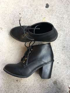 Laced boot heels