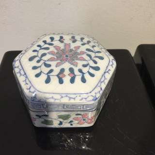 Ceramic hand painted container (4x2inches)