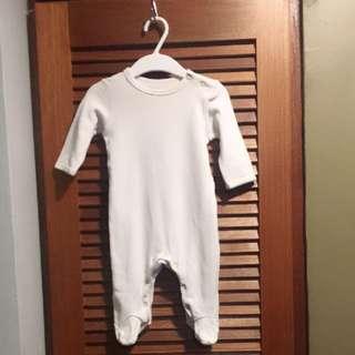 White 👶🏼 Sleepsuit