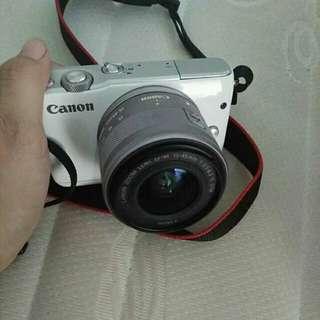 Mirrorless Canon eos m10