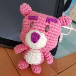 Lots-o'-huggin' bear crochet