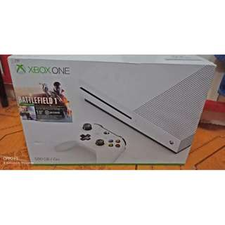 Xbox one with 2 cd game