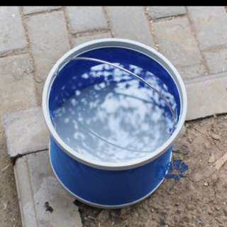 Collapsible pail for cars