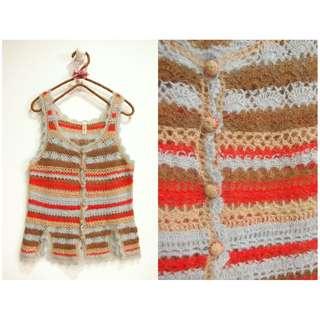 這裡 Zhè lǐ古著店帶回日系波西米亞/民族風感,橫條彩色針織毛線背心,多層次