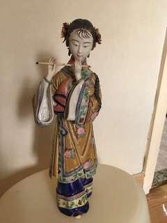 中國陶瓷 女人公仔 吹笛