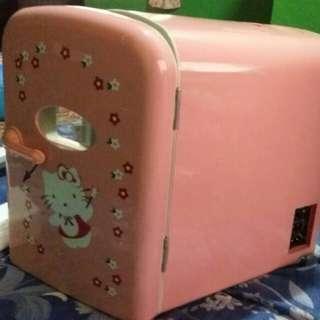 Hello Kitty Portable Mini Refrigerator (4L)