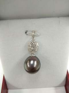 Tahiti Pearl Pendent with 18k White Gold and Diamond Mounting