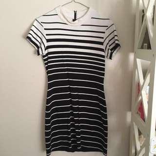 Mini dress- Staple the label size s