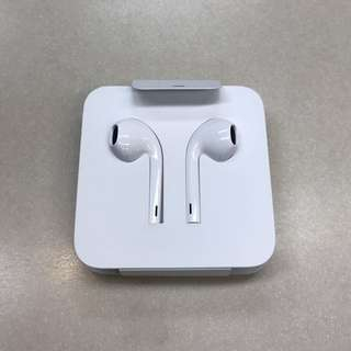 wired earphones for Apple iphone (lightning plug)