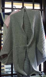 Ladies stylish shoulder warmer in grey (free size)