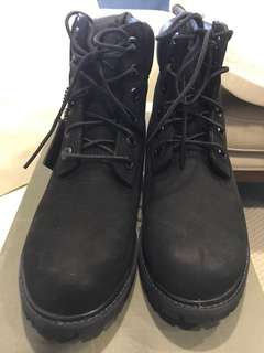 New Timberland Woman's Boots size US6.5