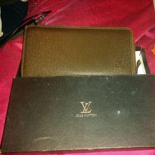 Louis Vuitton zipper wallet organiser