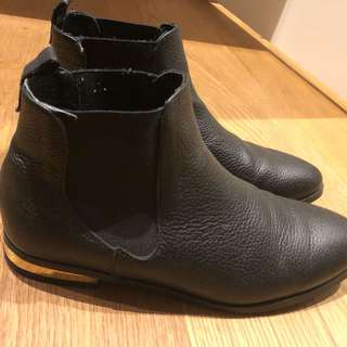 Witchery ankle boots size 39