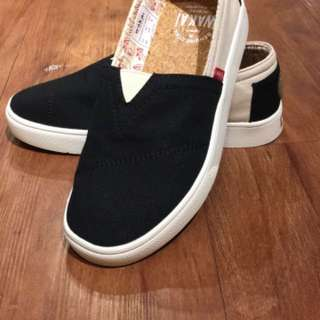 Wakaii Style : Hashigo  Color : Black / Cream Size : 36  Idr : 200k   Original wakai 100%
