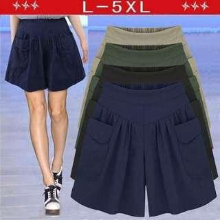 歐美款加大碼闊腿短褲  喊單方式:杏XL+1/藍5XL+1  顏色:黑 / 杏 / 藍 / 綠  尺碼:L / XL / 2XL / 3XL / 4XL / 5XL 斤➗2=公斤  團員許願商品 肉肉女夏天不要再悶啦~ 夏天熱到爆長褲快收起來購入幾件短褲舒服又自在 主面料成分棉  主面料成分的含量30%-50%  主面料成分:聚酯纖維  [黑,杏,綠,藍/L,XL,2XL,3XL,4XL,5XL]
